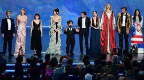 Elenco de Game of Thrones se despide sobre el escenario de los Emmy
