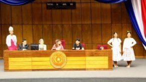 Paraguay buscará récord Guinness de mujeres vestidas con su traje tradicional