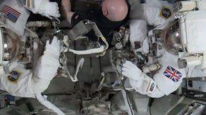 Primera caminata espacial de un astronauta británico
