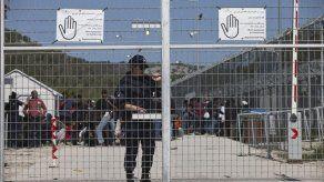 Grecia aplicará leyes especiales para centros de migrantes