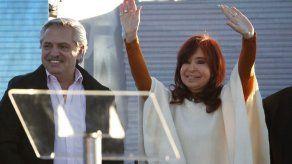 Argentina: Fernández y CFK critican a Macri y hacen promesas