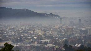 Paralizan vehículos y empresas en Santiago por contaminación