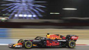 Verstappen domina ensayos para el GP de Bahréin; Lewis 3ro