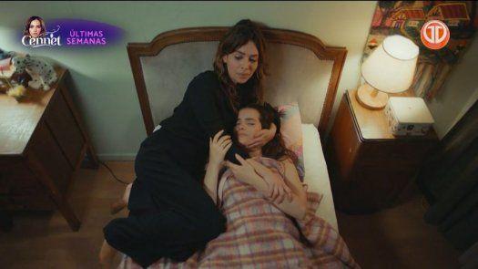 Arzu se queda con Cennet y ella le dice madre mientras duerme
