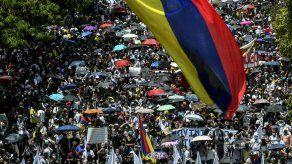 Miles de personas volvieron a protestar en Colombia.
