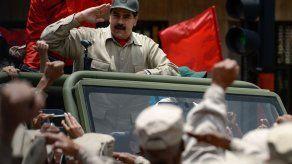 Maduro anuncia expansión de milicia a medio millón de civiles con fusil en mano