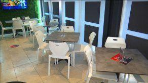 Autoridades evalúan adelantar reapertura de restaurantes y otras actividades