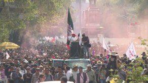 ONG marchan por justicia para Ayotzinapa en el estado mexicano de Guerrero