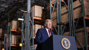 Trump insinúa que podría ser presidente durante 9 o 13 años más