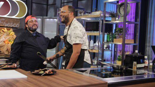 El chef bollo logra ganar cocinando con tacones en Fuego vs. Fuego