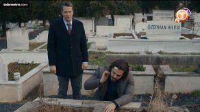 Selim llega a la tumba donde están sus verdaderos padres