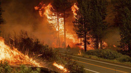 Ya se habían emitido órdenes de evacuación para miles de personas, incluidos unos 2.000 residentes de una zona mayormente rural de lagos y zonas protegidas cerca del incendio.