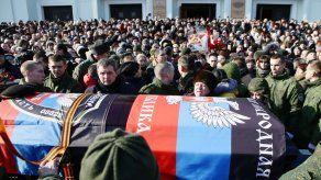 Cerca de 2.000 ucranianos asisten a funeral de jefe separatista asesinado