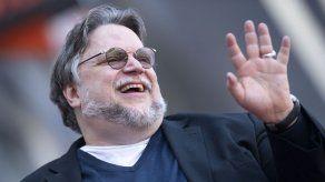 Guillermo del Toro y la cervecera Victoria subsanan su malentendido