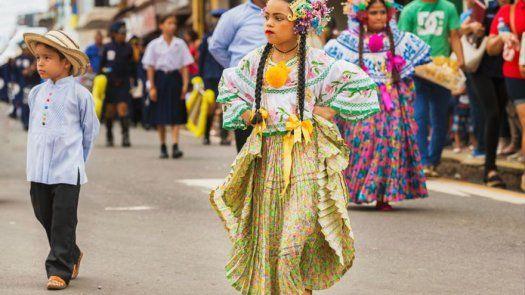 Sigue estos consejos para visitar los desfiles patrios en familia