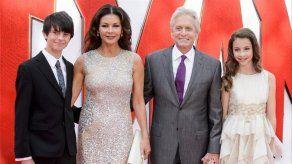 Catherine Zeta-Jones y Michael Douglas despiden el año en Cuba con sus hijos