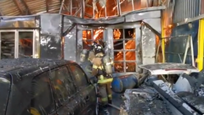 Bomberos controlan incendio registrado en un taller en Parque Lefevre