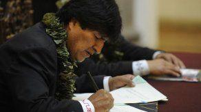 Morales promulga polémica ley que amplía cultivos de coca en Bolivia