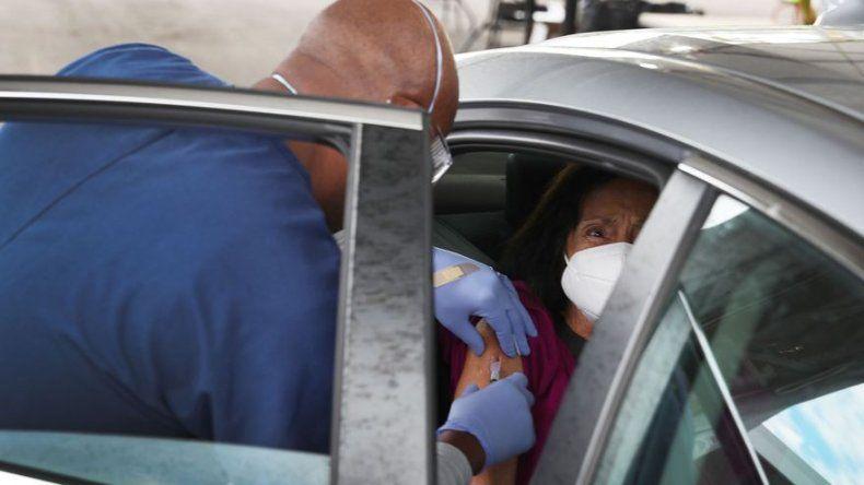 Miami inicia el control del suministro equitativo de la escasa vacuna