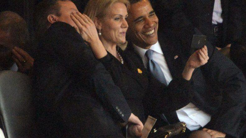 Primera ministra de Dinamarca asume selfie con Obama y Cameron