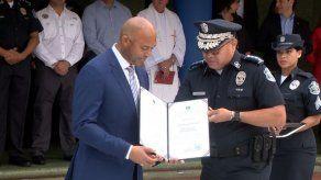 Mariano Rivera recibe reconocimiento de la Policía Nacional