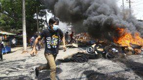 Fuerzas de Myanmar disparan contra multitud en funeral