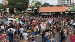 Alegre y colorido desfile de la Etnia Negra recorre las calles de Río Abajo