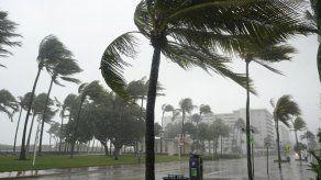 Eta lleva aguaceros a las calles ya inundadas de Florida