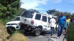 Colisión múltiple en Loma Campana deja dos personas heridas