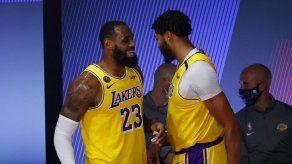 Lakers eliminan a Blazers y van a semifinales del Oeste