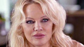 El ex de Pamela Anderson afirma que pagó 200.000 dólares para saldar sus deudas