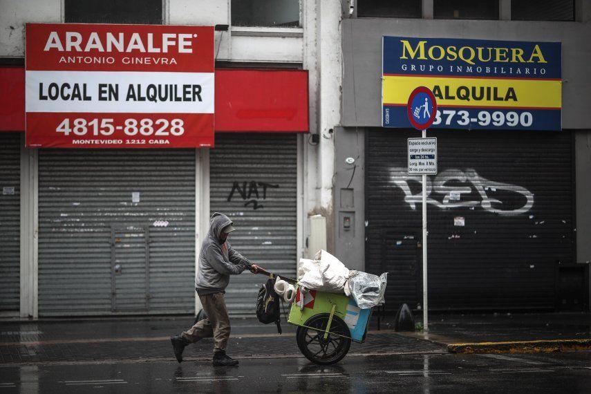 Las restricciones que comienzan hoy en Argentina profundizan las que el Gobierno de Alberto Fernández había implementado desde el 9 de abril pasado