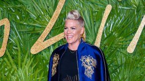 Pink se molesta con afirmación de que las mujeres deben ¨esforzarse¨ más para ganar premios