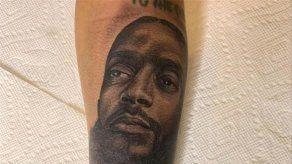 La viuda de Nipsey Hussle se tatúa el rostro del rapero en el brazo