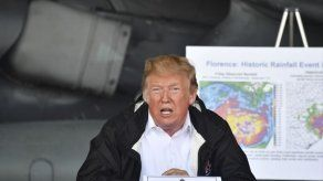 Trump visita zonas afectadas por Florence y promete 100% de ayuda