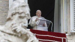 Papa Francisco ora por muertos en Capitolio