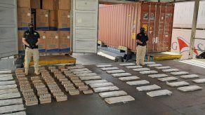 Decomisan 325 paquetes de presunta droga en contenedor proveniente de Suramérica