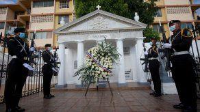 Rinden homenaje a los próceres de Panamá por el Día de los Difuntos
