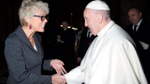 Papa designa a vocera para aumentar mujeres en Vaticano