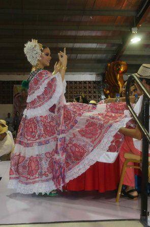 Concurso Nacional de la Pollera- Medalla  Margarita Lozano