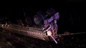Conductor muere aplastado en vuelco de cisterna en Veraguas