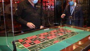 La Junta de Control de Juegos (JCJ) le prohibió la entrada a casinos a esta pareja.