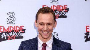 Tom Hiddleston no tiene ningún problema en desnudarse