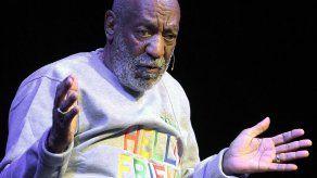Modelo que dice Cosby la drogó se reúne con detectives