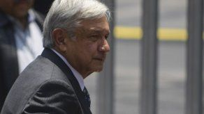 Presidente de México dice que sistema de salud está fraccionado y abandonado