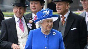 ¿Por qué nadie puede saber qué sombrero se pondrá Isabel II cada año para Ascot?
