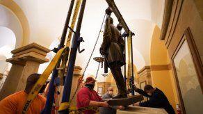 Retiran estatua de Robert E. Lee en el Capitolio de EEUU
