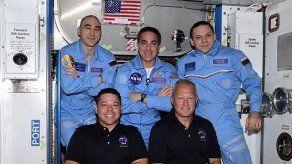 Astronautas de cápsula de SpaceX abordan la Estación Internacional tras histórica misión