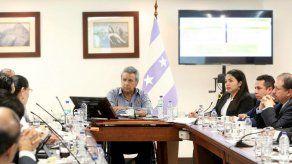 El presidente de Ecuador denuncia hallazgo de cámara oculta en su despacho