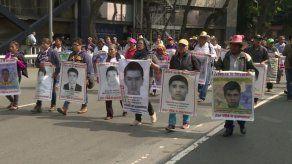 Padres de 43 estudiantes desaparecidos en México exigen veracidad en nueva investigación
